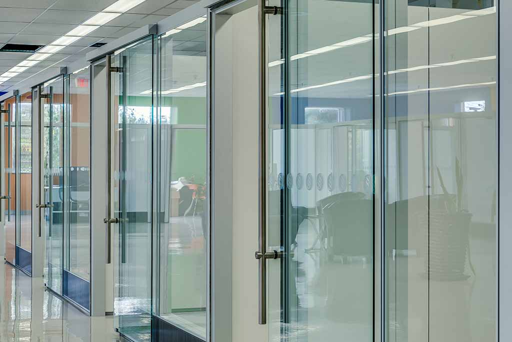 Frameless glass sliding doors for modular office partitions for Sliding glass wall systems