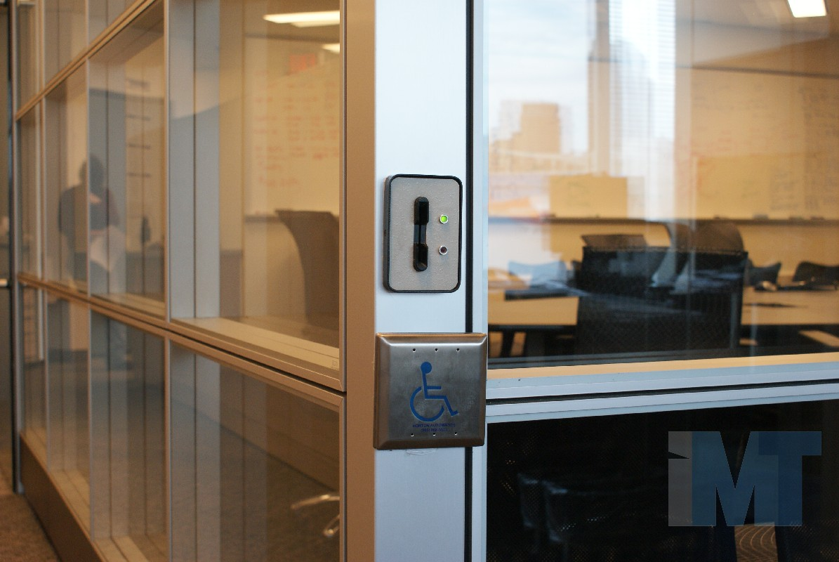 Doors & IMT offers modular office doors - glass laminated or vaneer doors