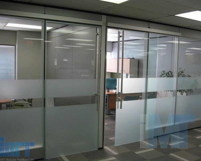 Frameless glass sliding doors for modular office partitions for Sliding glass partitions home